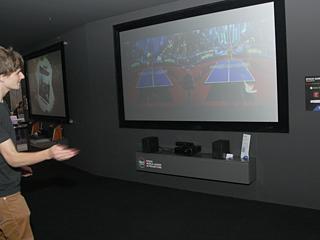 プロジェクタでゲームを楽しめるスペース