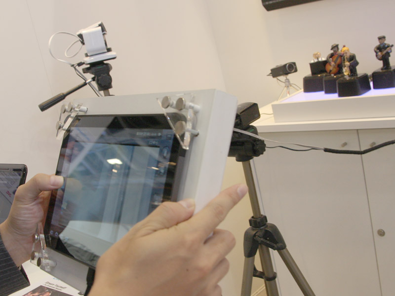 カメラの向きなどをタブレットから指定できる