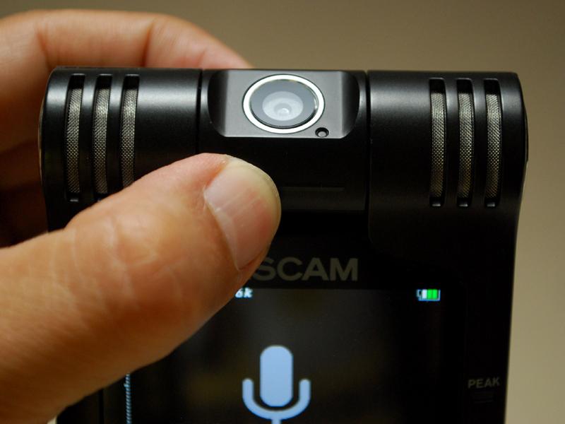 カメラ部が180度回転する「バリアングル機構」