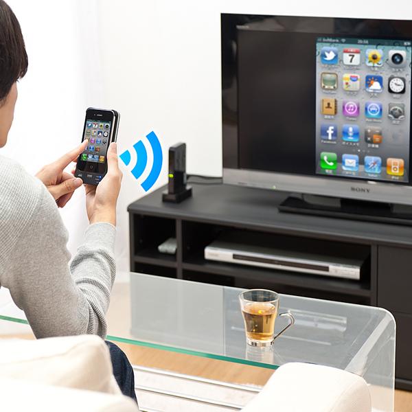 iPhoneを装着した送信機から受信機へワイヤレスで伝送、HDMI接続したテレビに表示