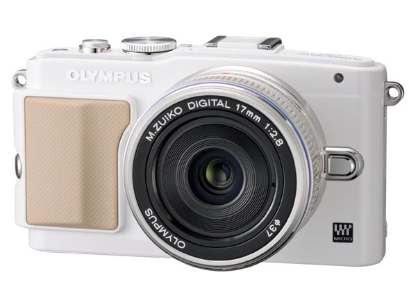PEN Lite E-PL5のホワイト。「M.ZUIKO DIGITAL 14-42mm F3.5-5.6 II R」を装着したところ