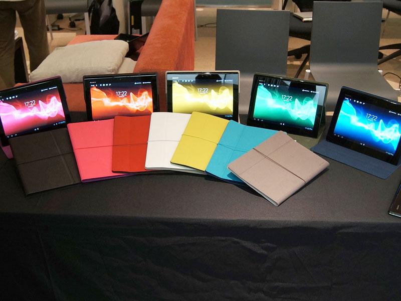 専用カバー。レザー風の「SGPCV3」(実売8,000円前後)はブラック、ホワイト。ファブリックの「SGPCV4」(実売5,000円前後)はピンク、グリーン、ブルー、レッド、グレー