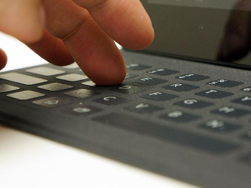 ボタンはタッチセンサー式