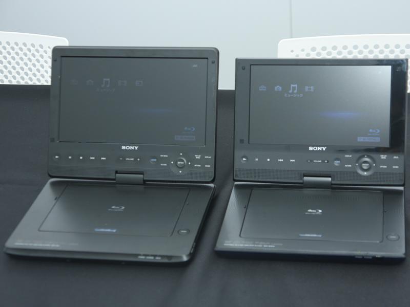 10.1型のBDP-SX1(左)と新モデル「BDP-SX910」(右)を比較