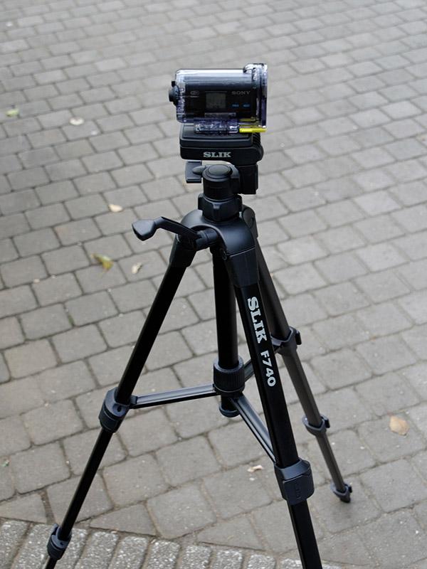 もちろんカメラ用の三脚にも問題なく固定できる