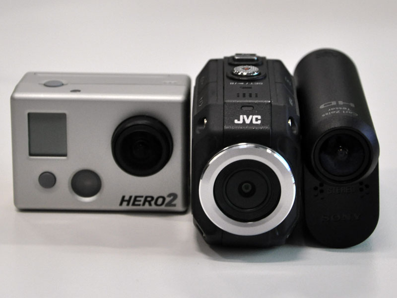 GoPro HD Hero2(左)、JVC GC-XA1(中央)、ソニー HDR-AS15(右)