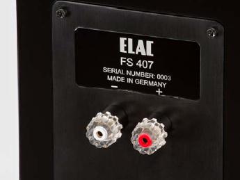ELAC初のシングルワイヤ接続モデルとなる。写真はFS407の背面