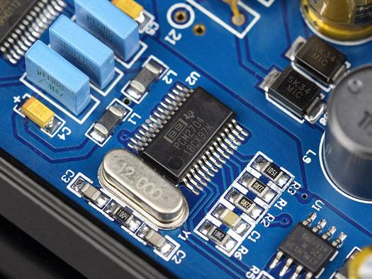 DACチップはバーブラウンのPCM2704