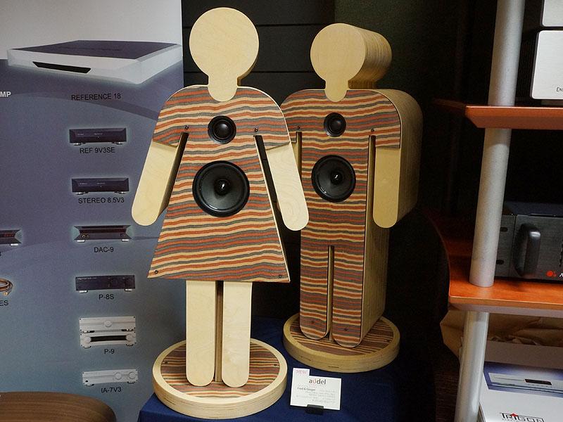 こちらもアウデルのユニークな人間型スピーカー。Fred & Ginger。左右で男女となり形状が異なる。ペアで285,600円
