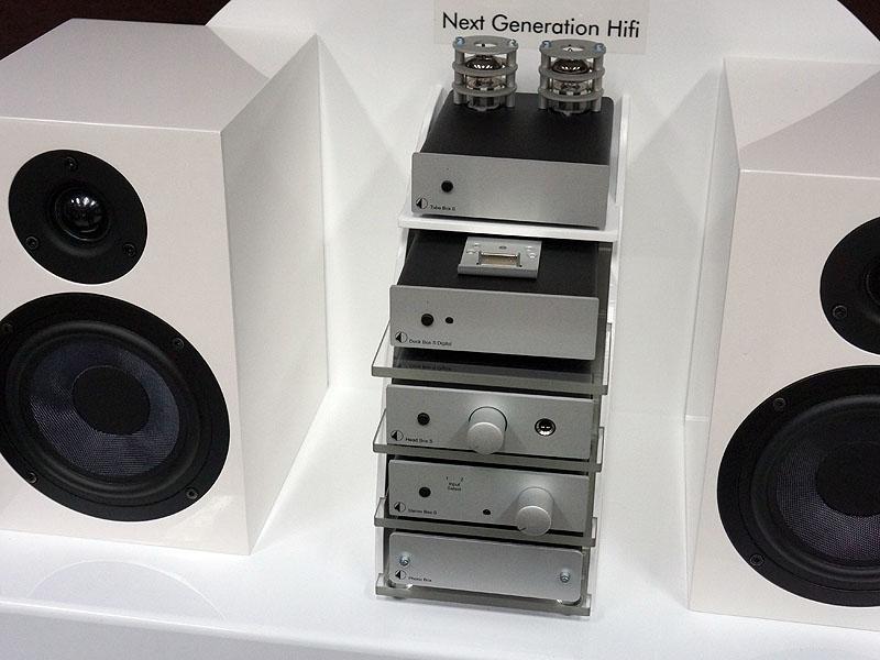 ナスペックはオーストリアのPro-Ject Audioの新製品として、小型コンポシリーズのプリアンプ「Pre Box S」、パワーアンプ「Amp Box S」、CDプレーヤー「CD Box DS」なども展示している