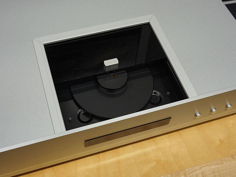 参考出品のCDプレーヤー「CD3N」。トップローディングタイプ