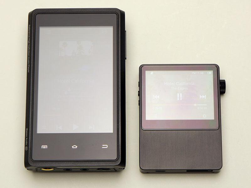 左が「iBasso HDP-R10」、右がAK100