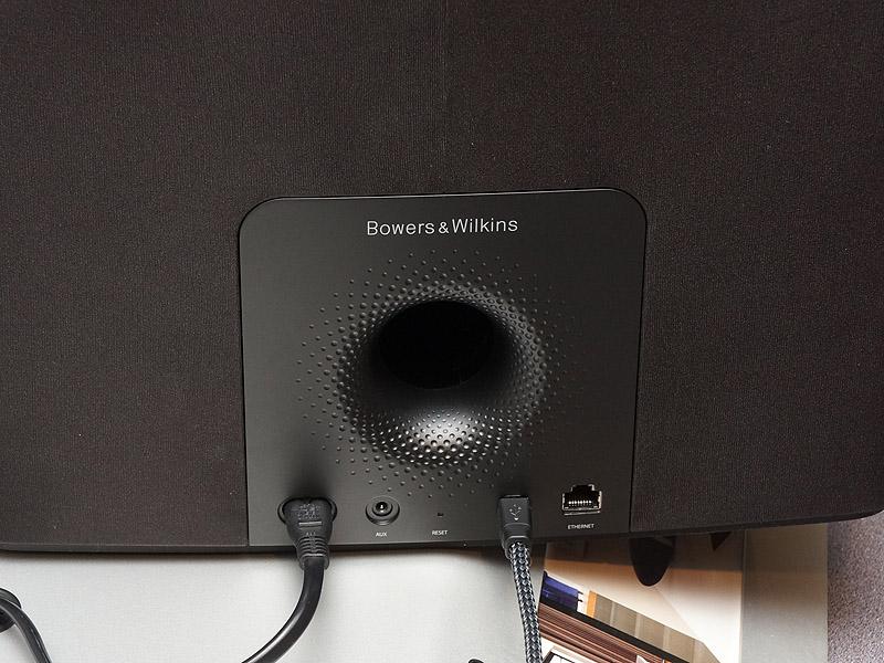 A7の背面。USBや光デジタル入力も可能