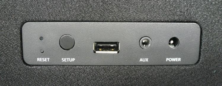 ステレオミニ入力や給電用USBを装備