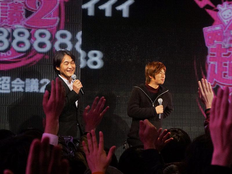 左からドワンゴの夏野剛取締役、川上量生ドワンゴ代表取締役会長