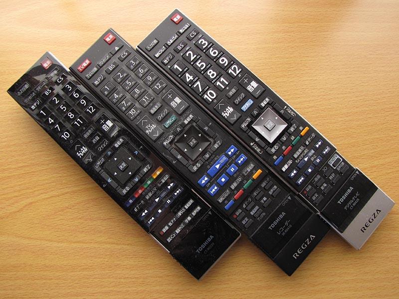左から37Z9000、レグザサーバー(DBR-M190)、47Z7のリモコン