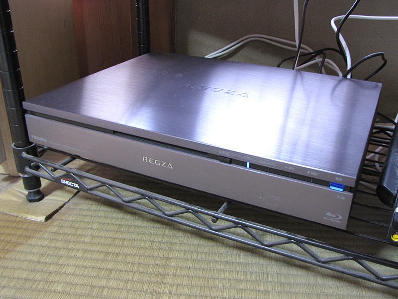 筆者宅のレグザサーバー「DBR-M190」。2011年末購入