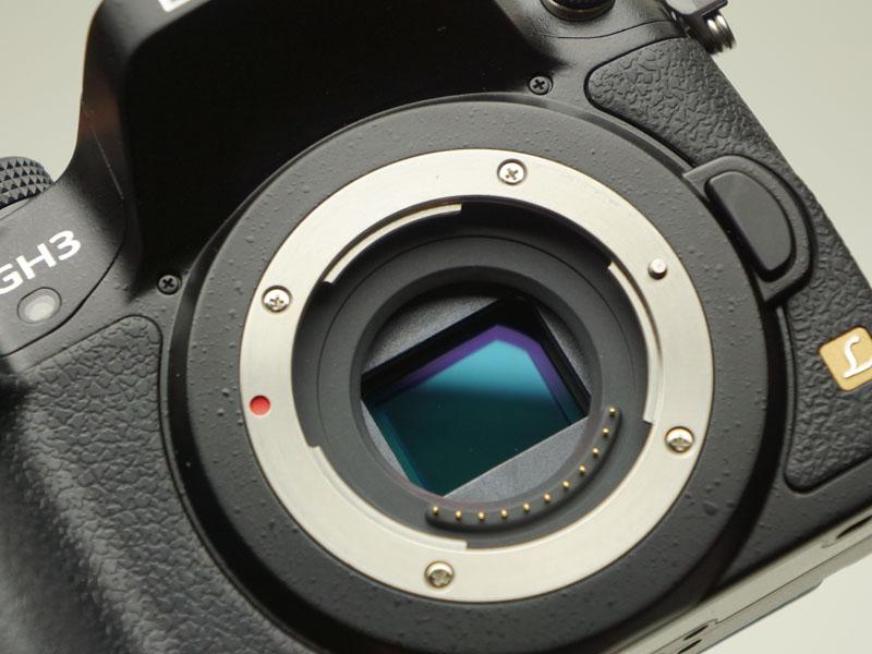 新開発の撮像素子とローパスフィルタを搭載