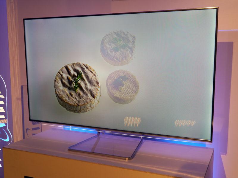 超狭額縁デザインを採用した液晶の「Smart VIERA WT60」シリーズ