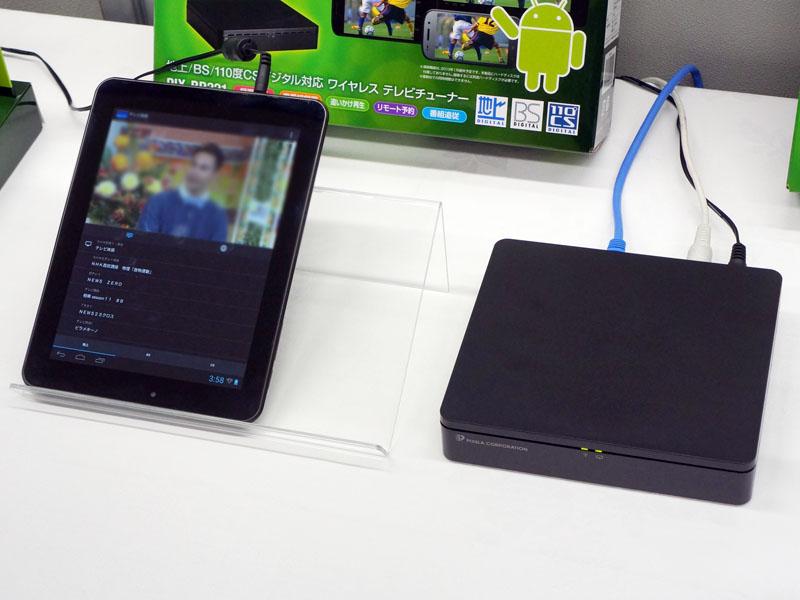 PIX-BR321(右)と、Androidタブレット(左)でテレビ視聴しているところ
