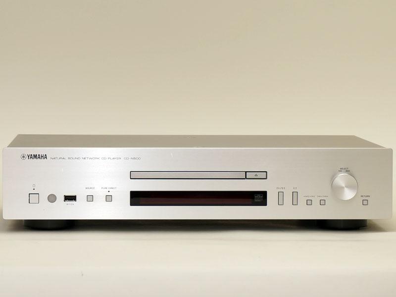 CD-N500の正面。同社のHIFiオーディオ機器と同様の端正なデザイン。トレイ部分が薄型になっており、スリムな印象だ
