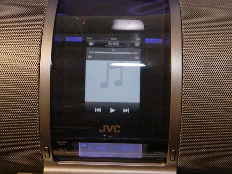 iPhone/iPodクレードル部はスライド式のカバーで覆われている