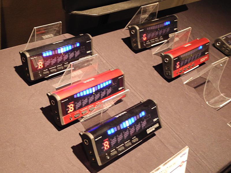 ポリフォニックチューナーや、WARWICKのアコースティックベースなどの新製品が展示された