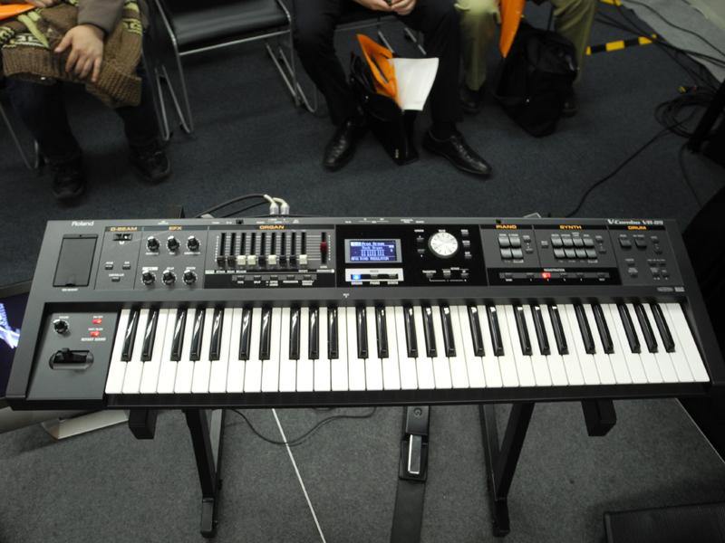 シンセサイザキーボードのVR-09