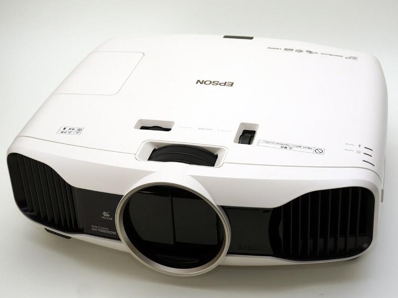 投射レンズは手動調整式