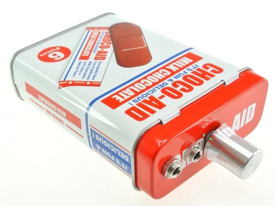 組み上げたアンプを、自由なケースに入れてオリジナルのアンプが作れる。写真のケースは付属しない