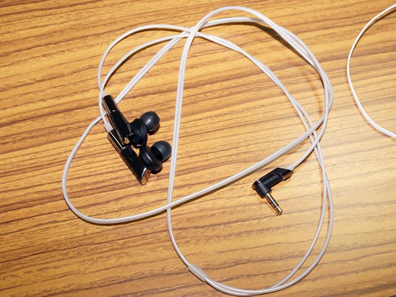 IE-HF300はハイグレードケーブルを採用