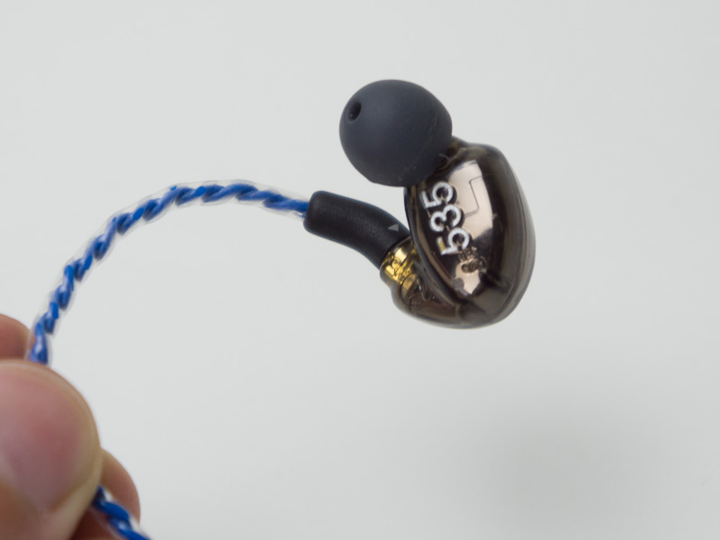 MMCXを採用しているShureのSE535を、UE900のケーブルに接続できた