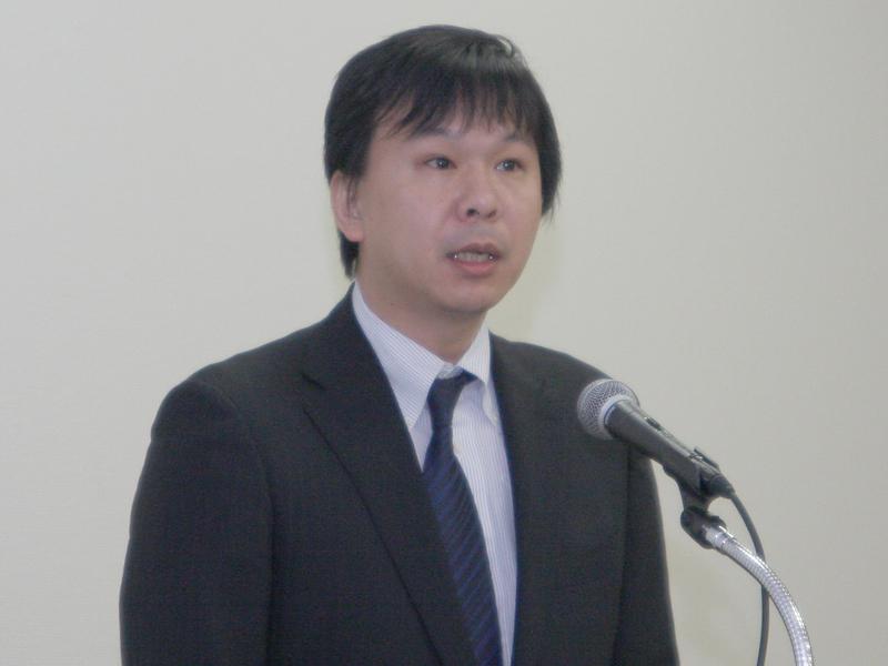 事業者間メタデータ運用規定などを説明した、プラットフォーム連携WG主任の木谷靖氏(NTTぷらら)