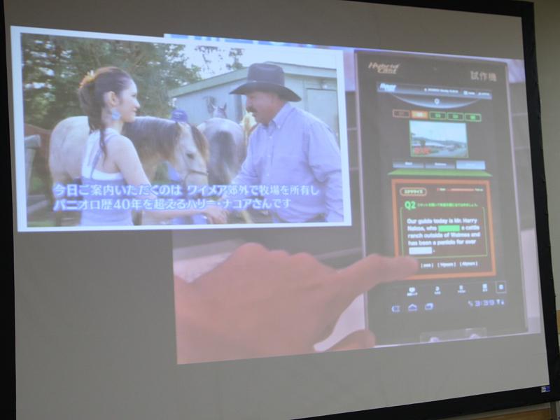 サービス事例として、2012年のNHK技研公開でも展示されたアプリケーションの一部を紹介。番組関連情報をテレビ画面上に表示できるものや、スマホ/タブレットを使って番組のクイズに答え、成績を確認したり、SNSの友人と一緒にスポーツ中継を楽しむといった例を挙げている