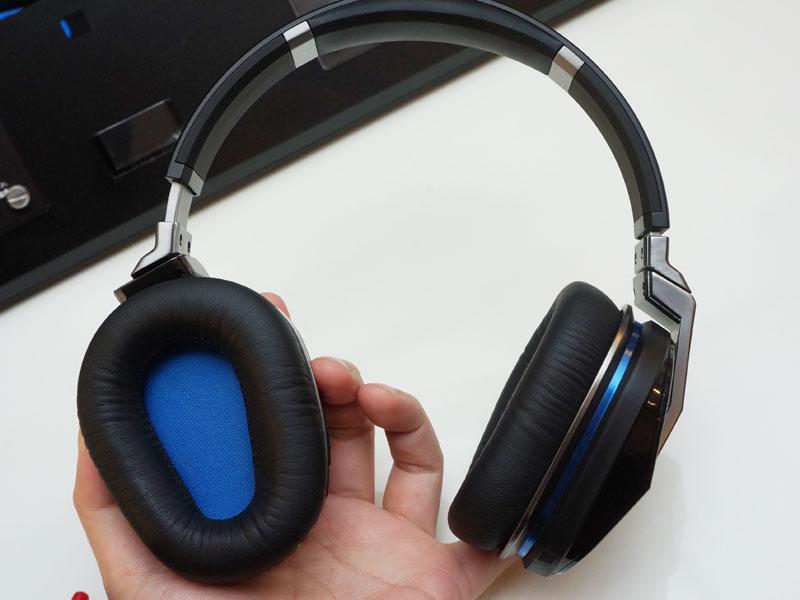 UE9000。アラウンドイヤータイプで、質感は高い