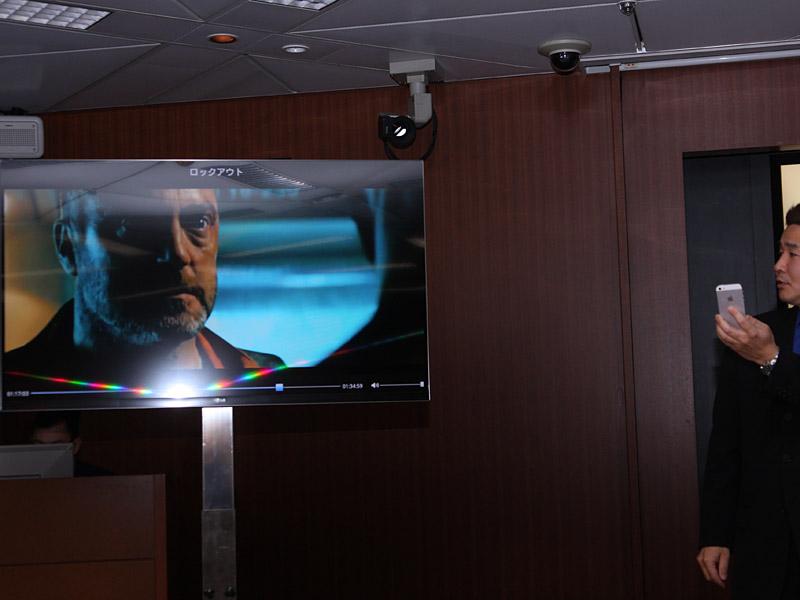 視聴中の画面。再生中もシークなどの操作が可能