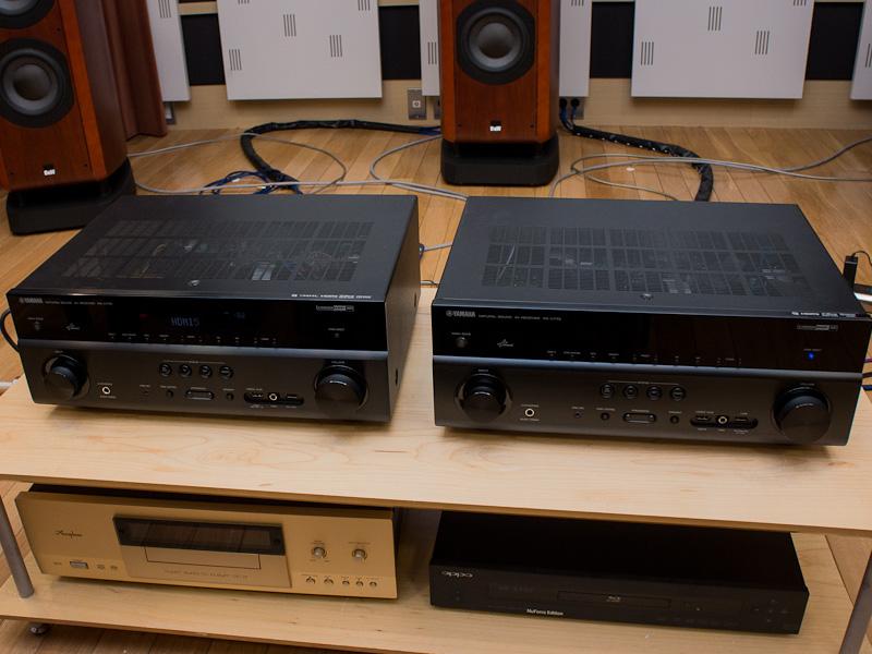 右が従来モデル「RX-V773」、左が新モデル「RX-V775」