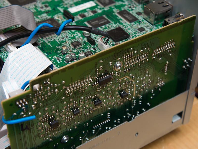 従来モデル「RX-V773」のトップカバーを外したところ。DACが右側面に配置された基板に設置されている