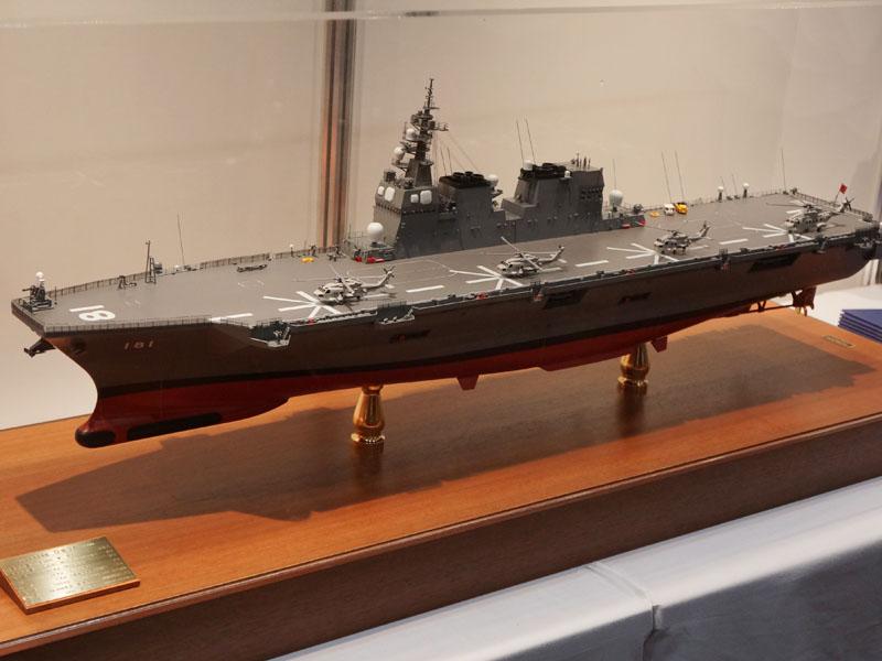 海上自衛隊のブースには護衛艦「ひゅうが」の模型などが