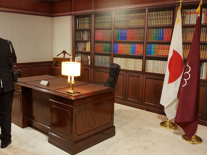 街頭演説体験や総裁の椅子にも座れる自民党ブース