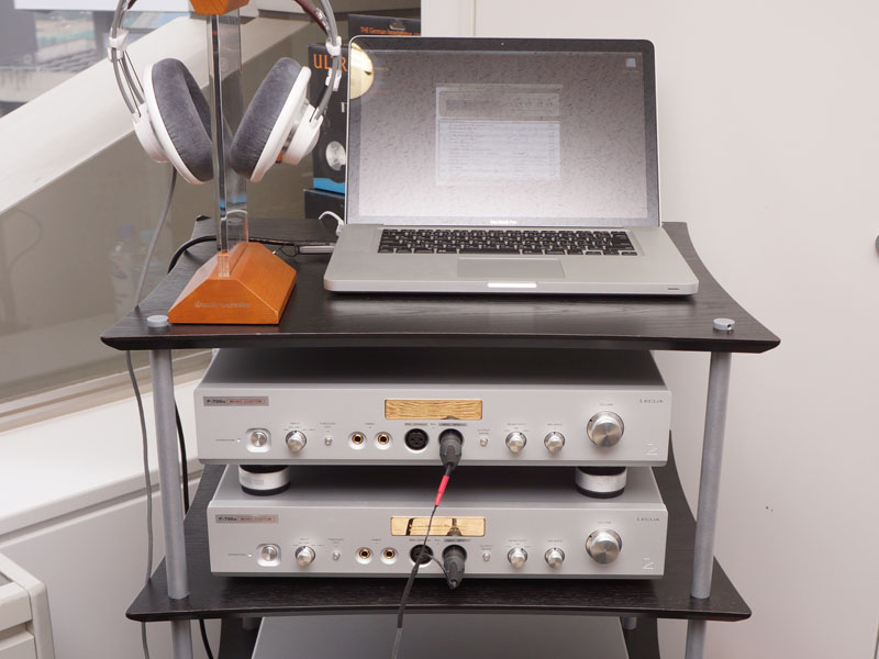 ラックスマンブース。2台のモノラル仕様「P-700u」を使って、ヘッドフォンをバランス駆動する試み