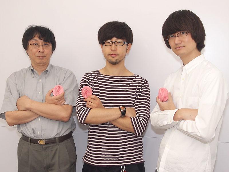 左から、2代目耳型職人の投野耕治氏、新しい6代目の潮見俊輔氏、5代目の松尾伴大氏