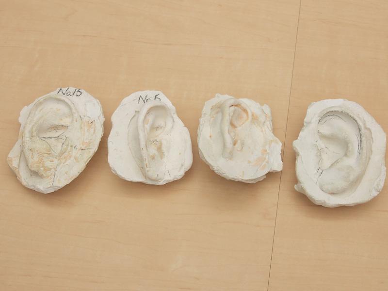 過去に石膏で作られた耳型