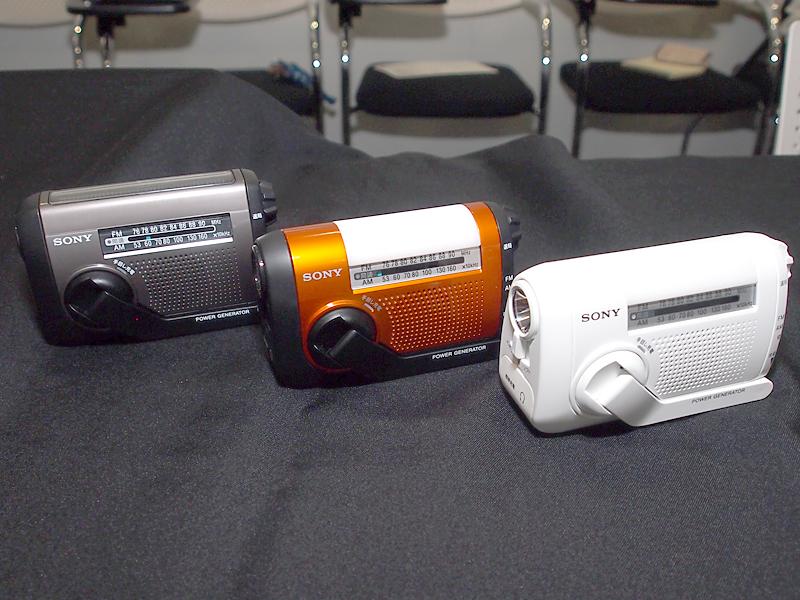 左から、ICF-B88、ICF-B08のオレンジ、ICF-B08のホワイト