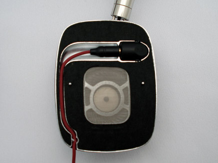 「P5」は、イヤーパッドを外してケーブル交換ができる