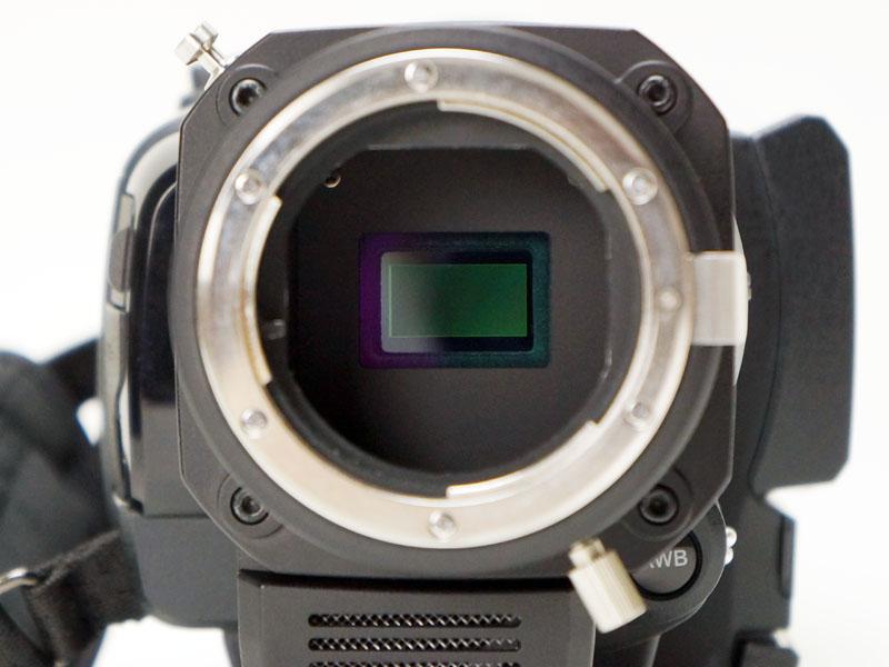 新採用の1.25型 829万画素CMOSセンサー