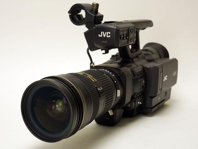 絞りリングの無い「AF-S NIKKOR 24-70mm f/2.8G ED」を取り付け、ビデオカメラ側のリングで絞ったところ