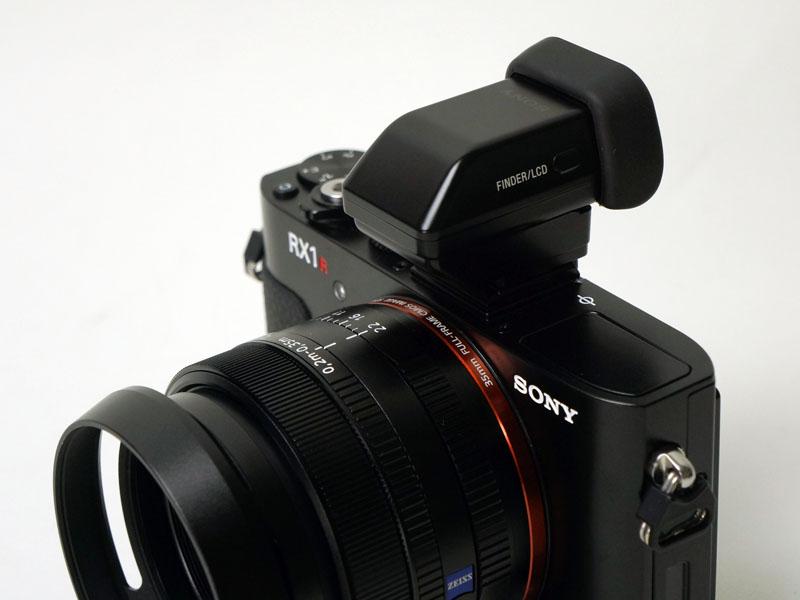 レンズフード「LHP-1」や、外付けの電子ビューファインダー「FDA-EV1MK」、ジャケットケース「LCJ-RXB」など、周辺機器も充実している