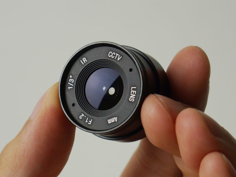 CSマウントの単焦点レンズも付属する