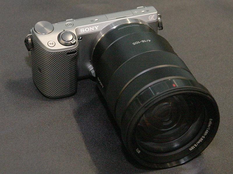 NEX-5T(新レンズのSELP18105Gを装着)